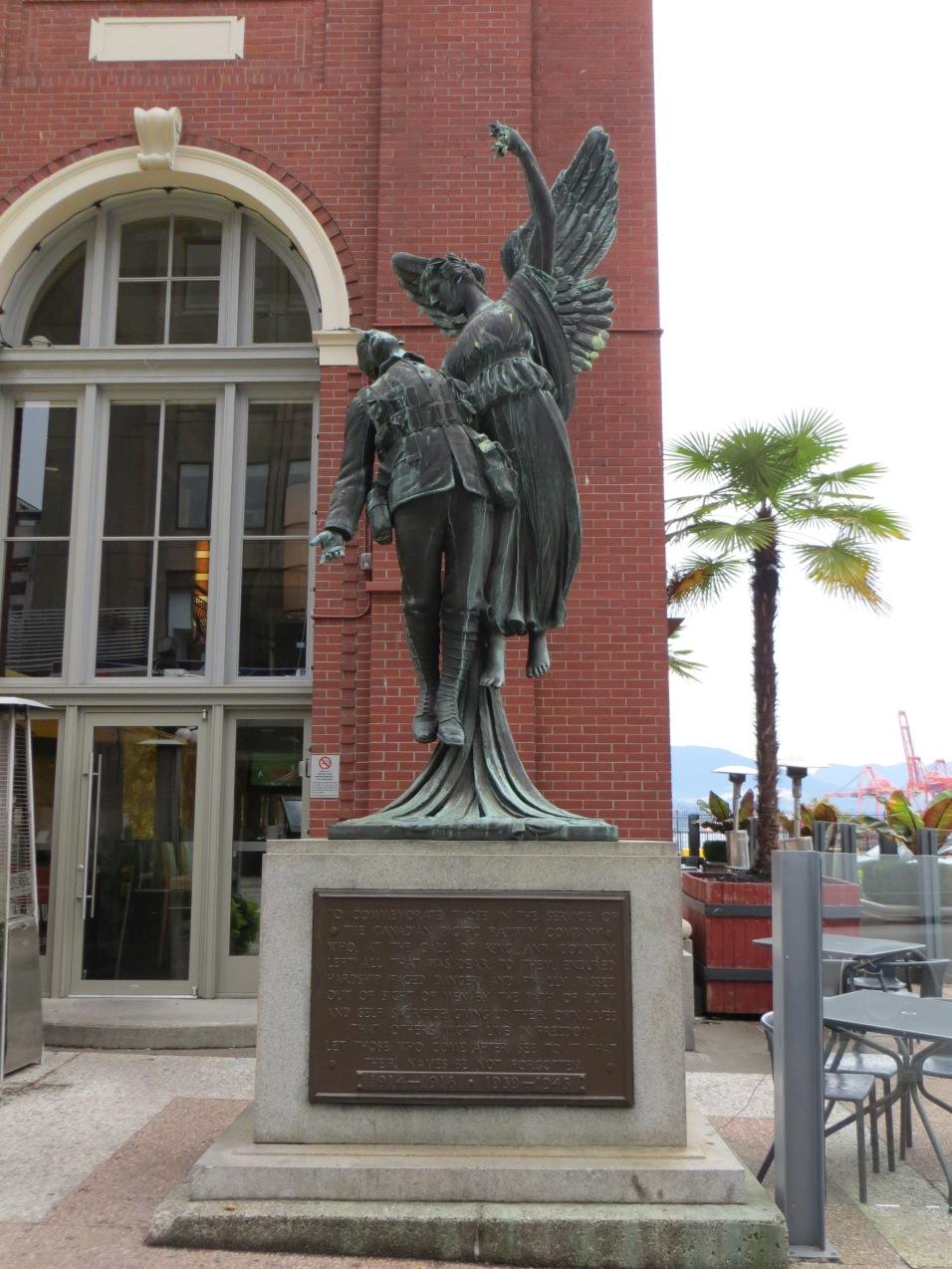 Estátua em frente ao Waterfront Station